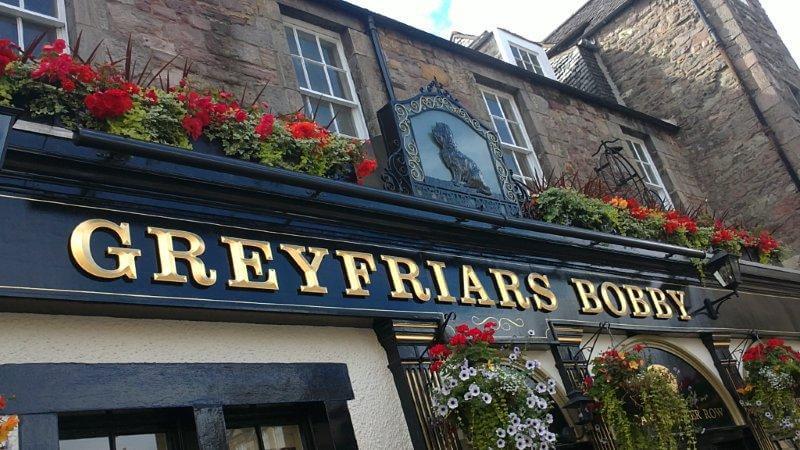 Edinburgh's Bar by Paulina Lara